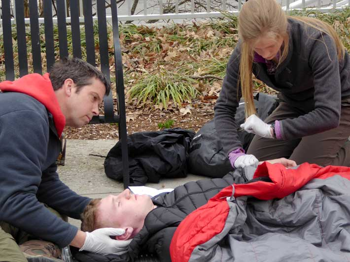 Monitoring vital signs while maintaining spinal immobilization